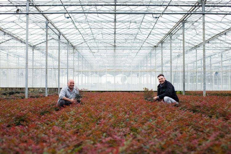 Kweker Ron van Opstal (links) en Lars Tolenaars van Jiffy